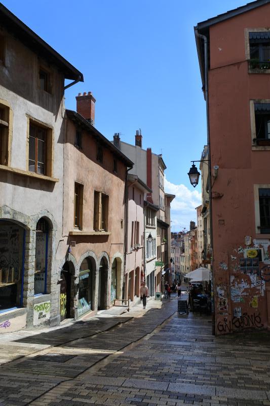 Angle Montée de la Grand Cote, Rue des Tables Claudienne